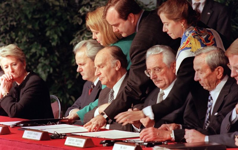 Serbian president Slobodan Milosevic (2dL), Bosnian President Alija Izetbegovic (3dL), Croatian President Franjo Tudjman (4th L) and US Secretary of State Warren Christopher (R), initialize a peace accord 21 November 1995 between their countries at the conclusion of the Proximity Peace Talks at Wright Patterson Air Force Base near Dayton, Ohio. (Photo by PAUL J. RICHARDS / AFP)