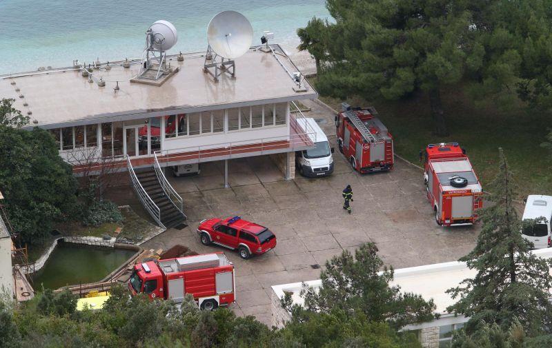 Dubrovnik: Nekoliko osoba prevezeneo u bolnicu zbog požara u HR Plat 10.01.2019., Dubrovnik - Policija i vatrogasci na priloznoj prometnici HE Plat gdje je jutros doslo do pozara. nekoliko osoba je prevezeno u bolnicu. Photo: Ivo Cagalj/PIXSELL