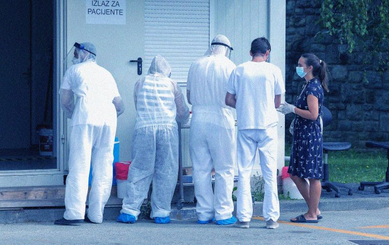 18.08.2020., Zagreb - Gradjani cekaju na testiranje na koronavirus ispred Nastavnog zavoda dr. Andrija Stampar.  Photo: Tomislav Miletic/PIXSELL