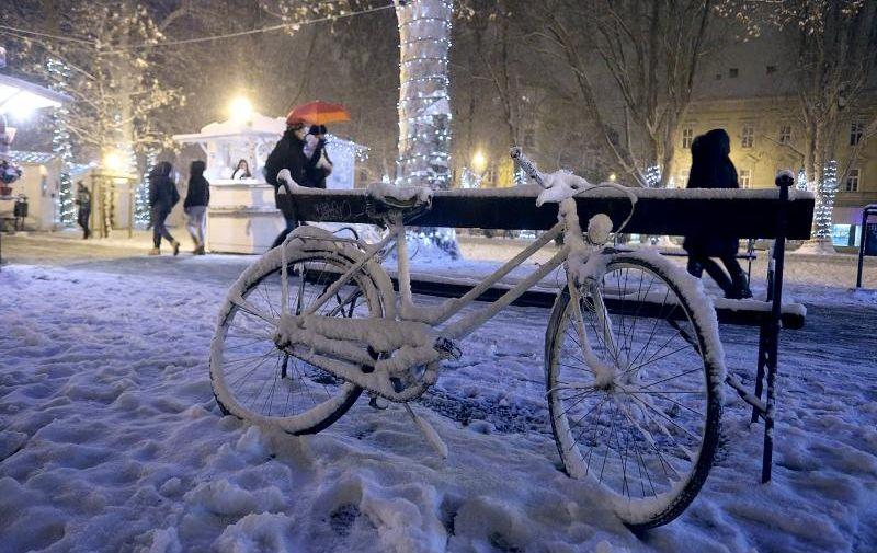 U Zagrebu je jutros izmjereno od 10-15 cm snijega