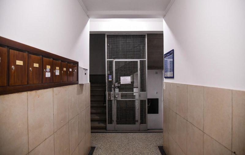 06.12.2020., Zagreb - U Ulici Frane Bulica 3 vatrogasci su intervenirali nakon sto je jedan od stanara zaglavio u liftu. Photo: Josip Regovic/PIXSELL