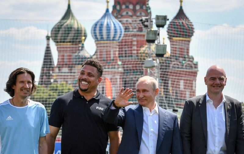 Russia's President Vladimir Putin (2nd R), FIFA President Gianni Infantino (R), former footballer Ronaldo (2nd L) and Russia's Football Union's anti-racism inspector Alexei Smertin pose for a picture as they attend the opening of an exhibition soccer match at the World Cup Football Park at the Red Square in Moscow on June 28, 2018. / AFP PHOTO / Yuri KADOBNOV