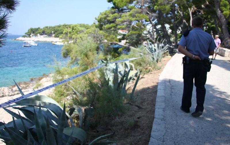 02.08.2009., Hvar - Djevojka iz Norveske prijavila je oko 6.30 sati hvarskoj policiji da ju je netko silovao pokraj poznate plaže Bonj. Ocevid je još u tijeku.   Photo: Dalibor Urukalovic/24sata