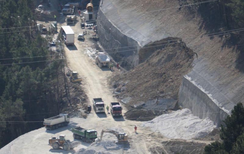 11.03.2021., Omis- Odron zemlje ne gradilistu omiske zaobilaznice nedaleko od tunela koji se gradi do mosta preko Cetine. Photo: Ivo Cagalj/PIXSELL