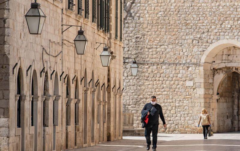 03.04.2020., Dubrovnik - Gradska svakodnevnica u vrijeme pandemije koronavirusa. Photo: Grgo Jelavic/PIXSELL