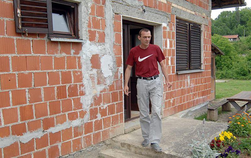 28.05.2013., Hrvatska Kostajnica, Panjani - Danijel Biscan imao je samo 14 godina kada su mu 1991.godine pred njegovim ocima ubila oca i majku, a njega odveli u susjedno selo gdje je bio zatocen 14 mjeseci. Nakon 10-godisnje vojne karijere otisao je u mirovinu, i vratio se s obitelji, suprugom i dvoje djece, u obnovljenu obiteljsku kucu.  Photo: Nikola Cutuk/PIXSELL