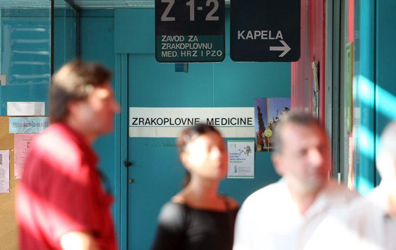 23.09.2010.,Zagreb -  Pripadnik Vojne Policije dolazi u posjet vojnim pilotima koje su nakon zrakoplovne nesrece dovezli u KBC Dubrava. Photo: Jurica Galoic/PIXSELL