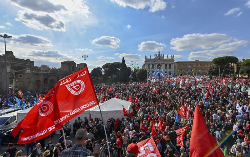 A general view shows people attending an anti-fascist rally called by Italian Labour unions CGIL, CISL and UIL at Piazza San Giovanni in Rome on October 16, 2021, a week after a demonstration against the so-called Green Pass degenerated into an assault on the CGIL trade union building, led by the neo-fascist Forza Nuova party. (Photo by Alberto PIZZOLI / AFP)