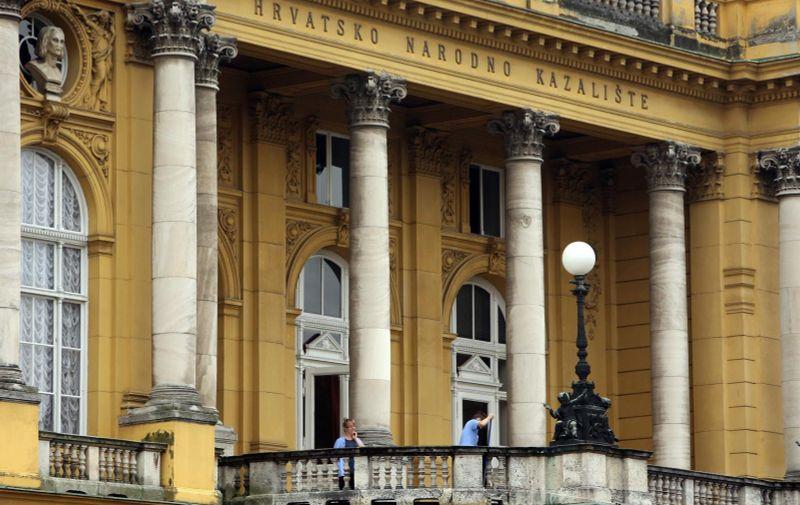 09.10.2013., Zagreb - Ciscenje zgrade Hrvatskog narodnog kazalista Photo: Robert Anic/PIXSELL