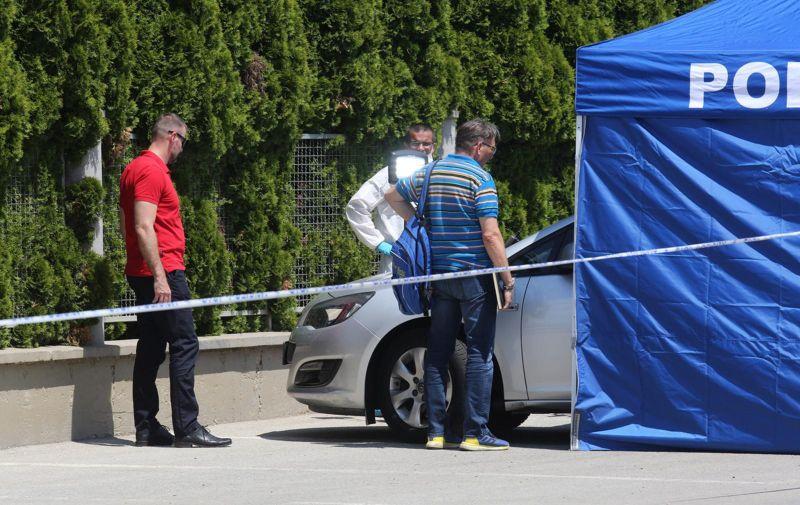 17.06.2021.,Viskovci - Na parkiralistu mjesnog groblja u opcini Viskovci kod Djakova pronadjene dvije mrtve osobe u osobnom automobilu,policija na ocevidu. Photo: Davor Javorovic/PIXSELL