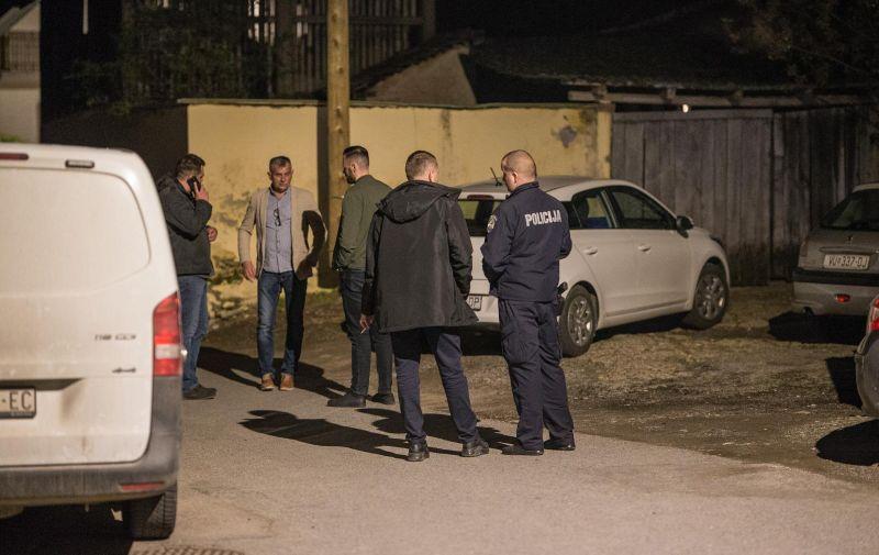 29.04.2021., Sarengrad - Tesko ubojstvo u kojemu je smrtno stradala 56-godisnjakinja. Ubio ju je najmladji od trojice sinova. Policija na ocevidu.  Photo: Davor Javorovic/PIXSELL