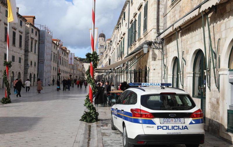 29.01.2019., Dubrovnik - Policijski ocevid na mjestu nesrece gdje je pronadjeno nekoliko tijela. Tri tjela su pronadjena u stanu dok je jedna ranjena zena prevezena u bolnicu.  Photo: Grgo Jelavic/PIXSELL