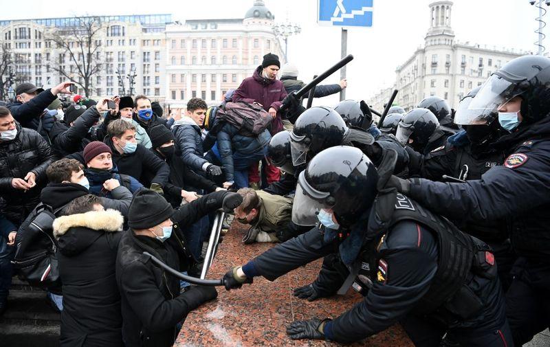 U Moskvi su u tijeku prosvjedi u znak potpore ruskom disidentu Alekseju Navaljnom. Po ulasku u zemlju on je uhićen, a sada se traži njegovo puštanje iz zatvora.
