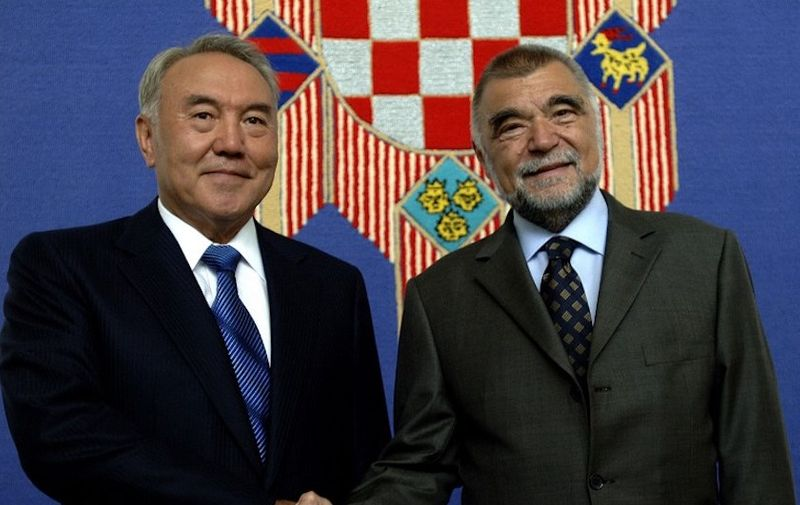 Kazakh President Nursultan Nazarbayev (L) and his Croatian counterpart Stipe Mesic shake hands before a meeting in Zagreb, 11 July 2006. Nazarbayev started an official two-day visit to Croatia.    AFP PHOTO/Denis Lovrovic (Photo by AFP)