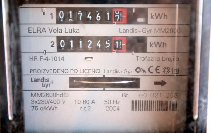 23.07.2015., Bjelovar - Iznimno visoke temperature koje ne jenjavaju vec poduze razdoblje dovele su do rekordnih brojki potrosnje elektricne energije jer klima uredjaji rade punom parom. Photo: Damir Spehar/PIXSELL