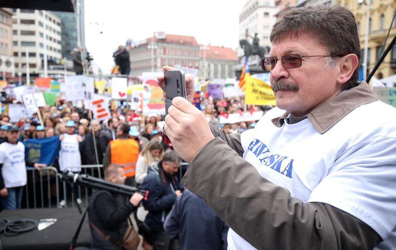 25.11.2019., Zagreb - Prosvjed prosvjetnih radnika pod nazivom Hrvatska mora bolje koji strajkaju vec gotovo mjesec dana zahtijevajuci povecanje placa uciteljima i nastavnicima. Glavni zahtjev strajkasa je povecanje koeficijenata slozenosti posla za 6,11 posto. Vilim Ribic Photo: Goran Stanzl/PIXSELL