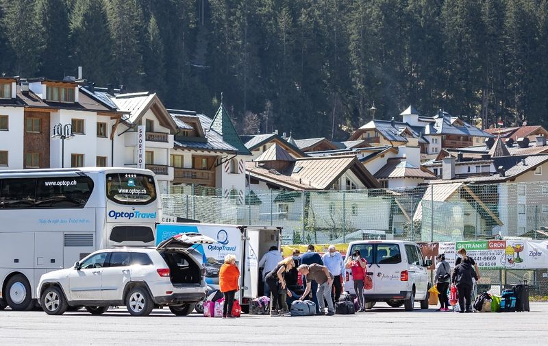 (FILES) In this file photo taken on April 23, 2020 shows the last seasonal workers leaving the village of Ischgl, a tourism hotspot, after the quarantine ordered for western Tyrol, Austria's worst hit region by the new coronavirus pandemic, has been lifted. (Photo by Johann GRODER / various sources / AFP) / Austria OUT