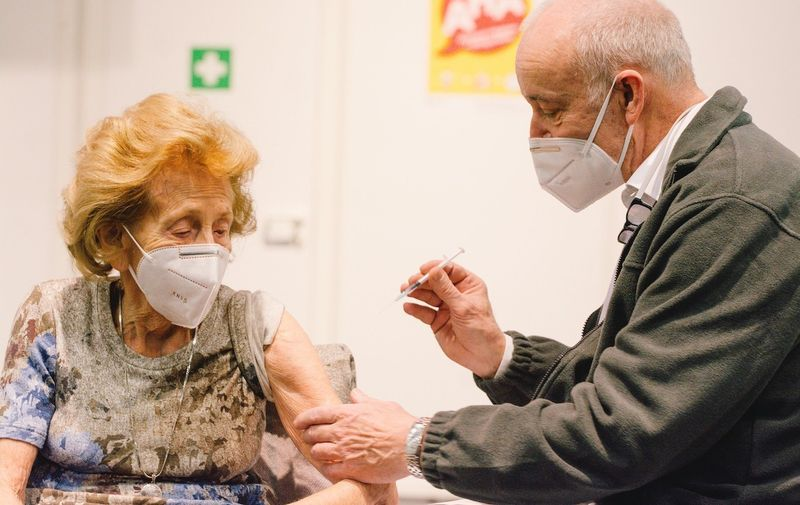 105 year old Elisabeth Steubesand  receive her coronavirus vaccination in Cologne messe, in Cologne, Germany, on February 8, 2021. (Photo by Ying Tang/NurPhoto) Coronavirus Vaccination In Cologne, Germany - 08 Feb 2021,Image: 590001299, License: Rights-managed, Restrictions: , Model Release: no