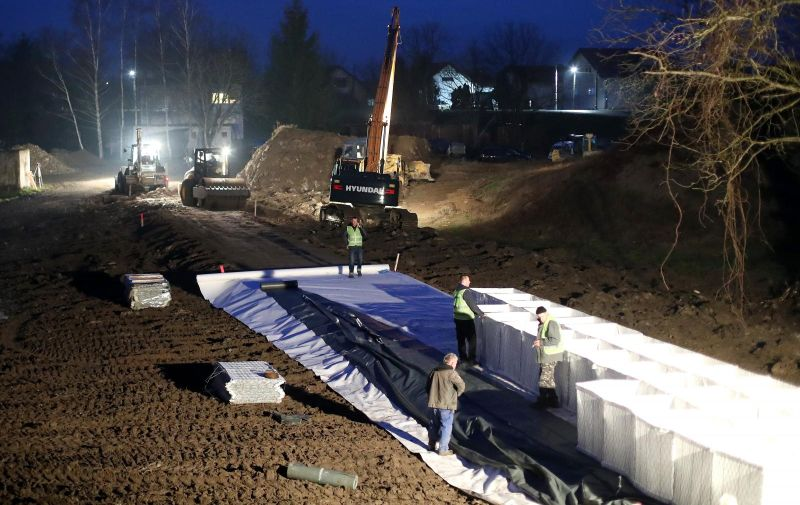 02.01.2021., Sisak - Hrvatske vode krenule su u sanaciju nasipa u naselju Galdovo u Sisku.  Photo: Igor Kralj/PIXSELL