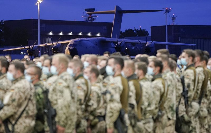 Soldiers from German Bundeswehr arrive at the airport in Wunstorf, northern Germany on August 27, 2021 at the end of a military evacuation operation to fly out German nationals, local workers and other people at risk from Kabul, Afghanistan, where people try to flee the country after the Taliban swept back to power. - Germany has pulled out all its soldiers from Afghanistan with its last evacuation flight from Kabul, Defence Minister Annegret Kramp-Karrenbauer said. Germany had flown out 5,347 people since August 16, she confirmed. (Photo by Axel Heimken / AFP)