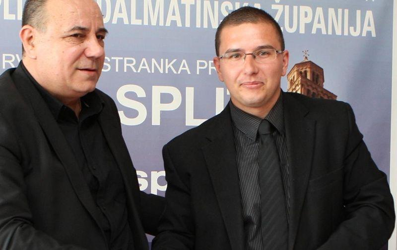 30.04.2013., Split - Celnici splitskih podruznica HSP-a, Marijo Popovic i Ivo Sedlar iz AHSP-a potpisali su sporazum o zajednickom izlasku na predstojece izbore kao i daljnju suradnju u cilju ujedinjena pravaskih stranaka. Photo: Ivo Cagalj/PIXSELL