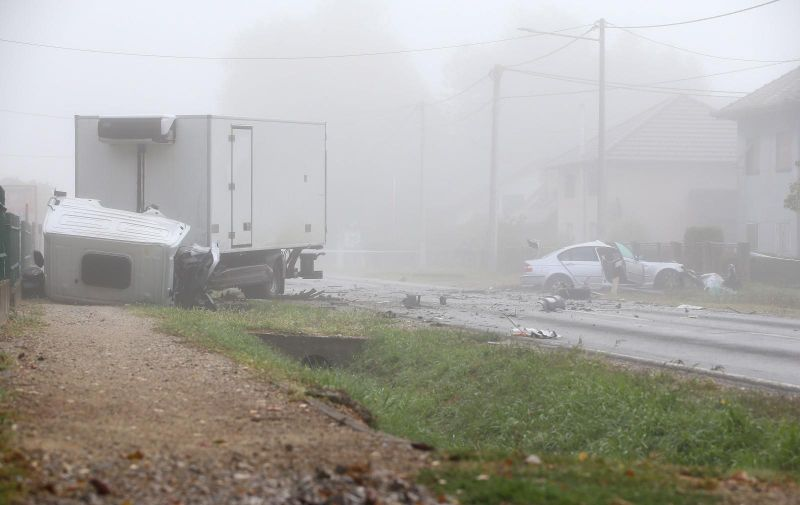 18.09.2021., Dugo Selo - Prometna nesreca dvaju vozila, kamiona i osobnog vozila kod Dugog sela na Bjelovarskoj cesti. Jedna je osoba poginula a dvije su ozlijedjene.  Photo: Matija Habljak/PIXSELL