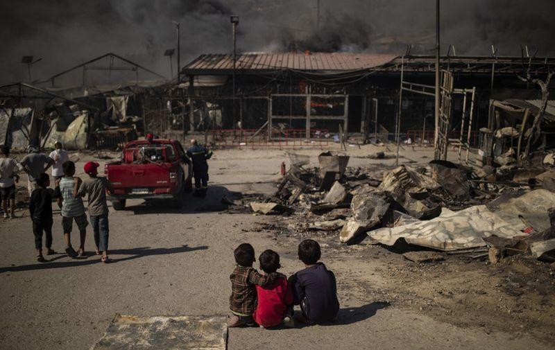 Užasan požar uništio je jedan od najvećih migrantskih kampova u Europi, na grčkom otoku Lesbosu. Tisuće ljudi ostalo je i bez tog privremenog utočišta koje već dugo nije imalo primjerene uvjete za život/AFP