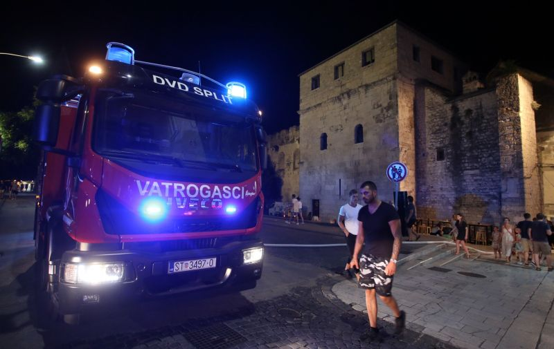 26.07.2019., Split - U vecernjim satima planuo je pozar u restoranu Pjaca na Narodnom trgu. Do pozara je doslo nakon sto je eksplodirala plinska boca. Photo: Miranda Cikotic/PIXSELL