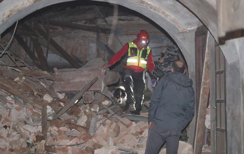 29.12.2020., Petrinja - Posljedice jakog potresa jacine 6.3 po Richteru u Petrinji. HGSS i psi tragaci u potrazi za unesrecenima u rusevinama. Photo: Luka Stanzl/PIXSELL