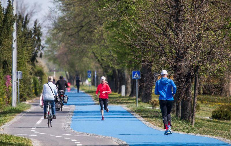 11.04.2020., Osijek - Iako topao proljetni dan osjecke ulice prazne zbog korona virusa. Photo: Davor Javorovic/PIXSELL