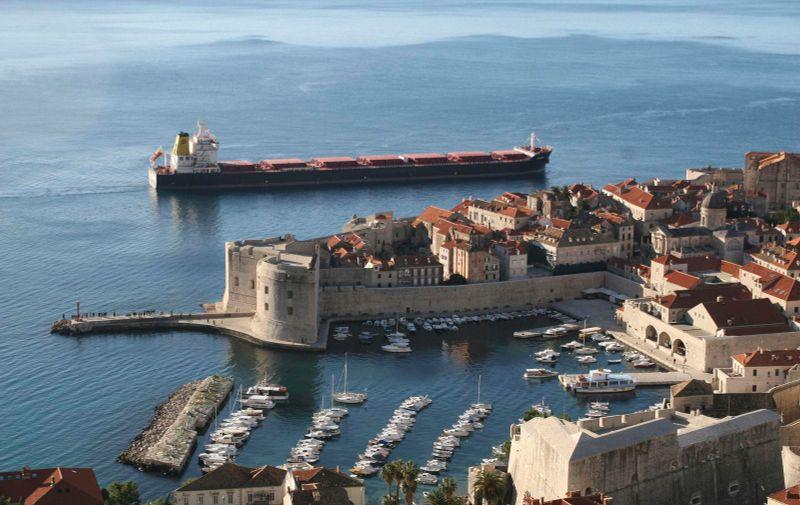 09.12.2008., Dubrovnik - Brod Zagreb Atlantske plovidbe ispred Grada.  Photo: Zvonimir Pandza/Vecernji list