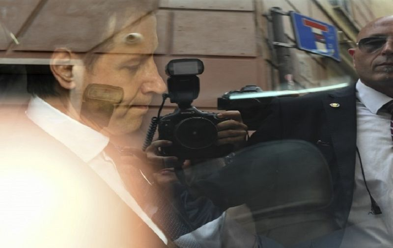 Newly appointed Italy's Prime Minister Giuseppe Conte, leaves his residence by car on May 27, 2018 in Rome. Conte should meet Italian president Sergio Mattarella today at 1700 GMT to give his government lineup.  / AFP PHOTO / Vincenzo PINTO