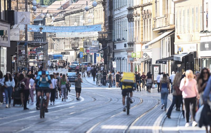 25.09.2021., Zagreb - Gradska svakodnevica - gradani uzivaju na otvorenom.  Photo: Neva Zganec/PIXSELL