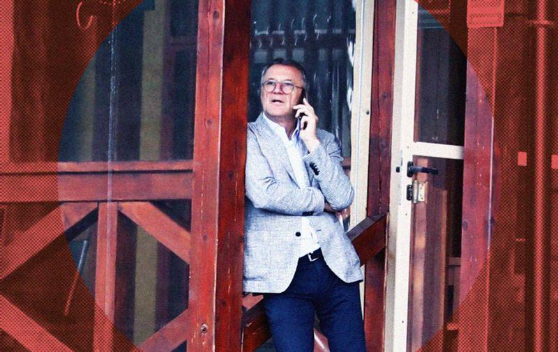 19.05.2021., Sarajevo, Bosna i Hercegovina - Zdravko Mamic prica na mobitel dok ceka da izadje njegov brat Zoran Mamic iz  Suda Bosne i Hercegovine.  Photo: Armin Durgut/PIXSELL
