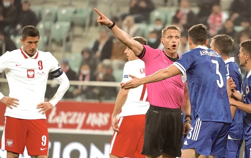 Bosnia-Herzegovina's defender Anel Ahmedhodzic discusses with the referee as Poland's forward Robert Lewandowski looks on during the UEFA Nations League football match Poland v Bosnia and Herzegovina in Wroclaw, Poland, on October 14, 2020. (Photo by JANEK SKARZYNSKI / AFP)