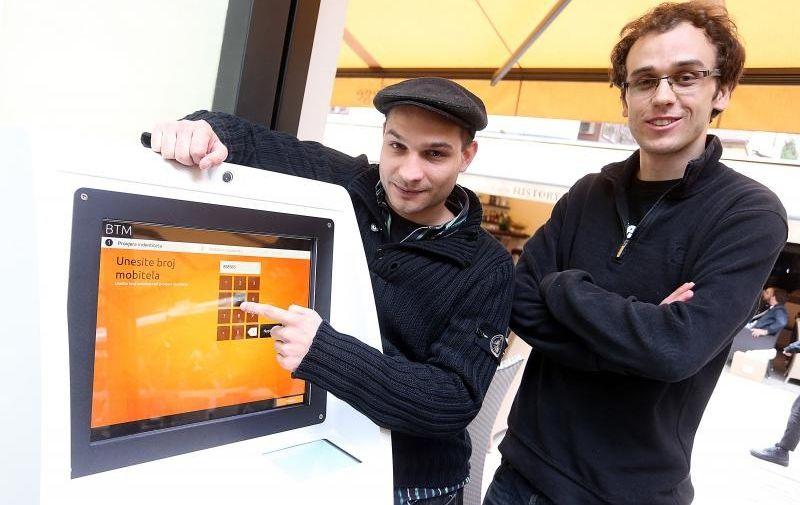 25.09.2014., Zagreb - Vedran Kajic i Ivan Simurina inicirali su postavljanje prvog Bitcoin bankomata u Zagrebu koji se nalazi u Tkalcicevoj ulici.  Photo: Goran Stanzl/PIXSELL
