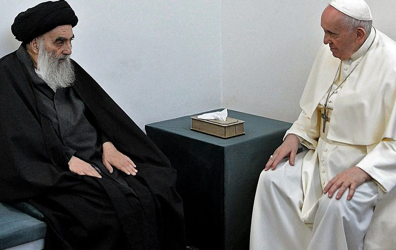 """A handout picture provided by Vatican News shows Pope Francis meeting top Shiite cleric Grand Ayatollah Ali al-Sistani, in the Irqi shine city of Najaf,on March 6, 2021. (Photo by STRINGER / VATICAN NEWS / AFP) / === RESTRICTED TO EDITORIAL USE - MANDATORY CREDIT """"AFP PHOTO / HO / Vatican News"""" - NO MARKETING - NO ADVERTISING CAMPAIGNS - DISTRIBUTED AS A SERVICE TO CLIENTS ==="""