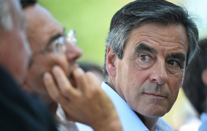 Former French Prime Minister and candidate for the right-wing Les Republicains (LR) party primary ahead of the 2017 presidential election Francois Fillon attends a meeting on August 28, 2016 in Sable-sur-Sarthe, western France.  / AFP PHOTO / JEAN-FRANCOIS MONIER