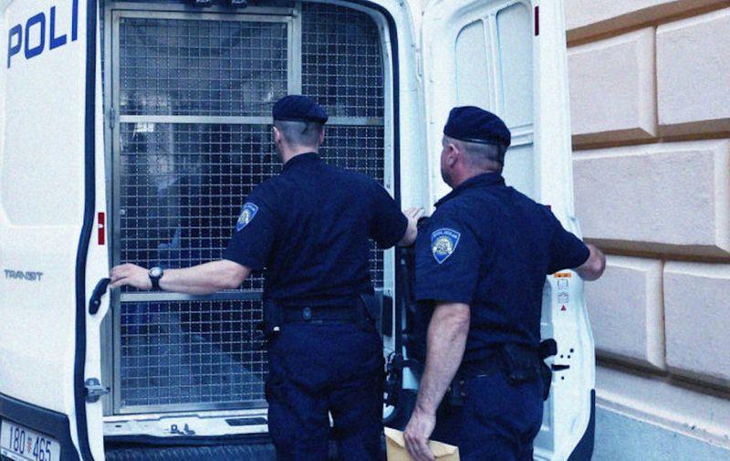 04.07.2018., Zadar - Istraznom sucu na Zupanijski sud priveden je uhicen muskarac osumnjicen za bombaski napad. Photo: Dusko Jaramaz/PIXSELL
