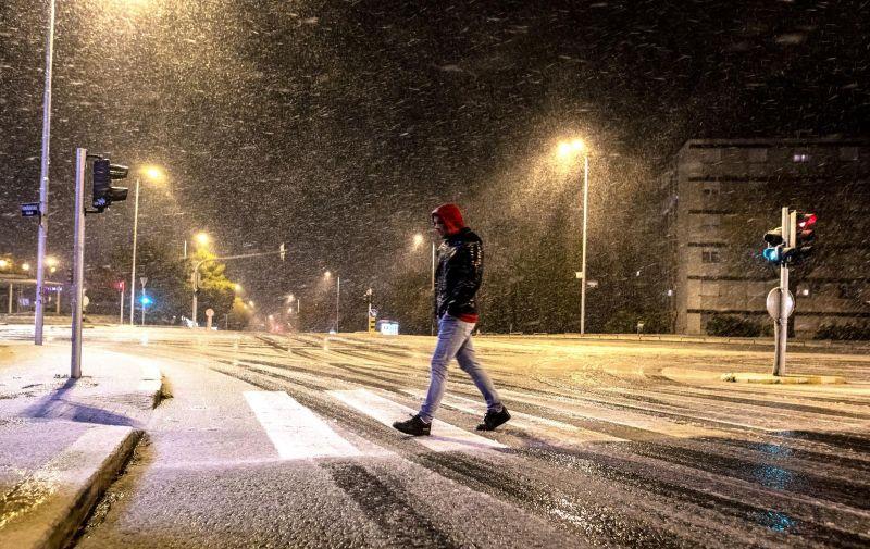 Sinoć je na službenoj postaji DHMZ-a u Splitu, onoj na Marjanu, izmjereno 0,4 Celzijeva stupnja, zaokruženo 0 stupnjeva, što je samo za desetinku više od apsolutnog minimuma za travanj koji je izmjeren 8. travnja 2003.