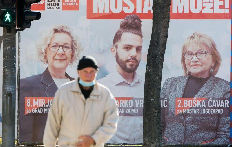 14.12.2020. Mostar - Nakon 12 godina, plakati za lokalne izbore ponovno vidljivi na ulicama grada. Photo: Denis Kapetanovic/PIXSELL