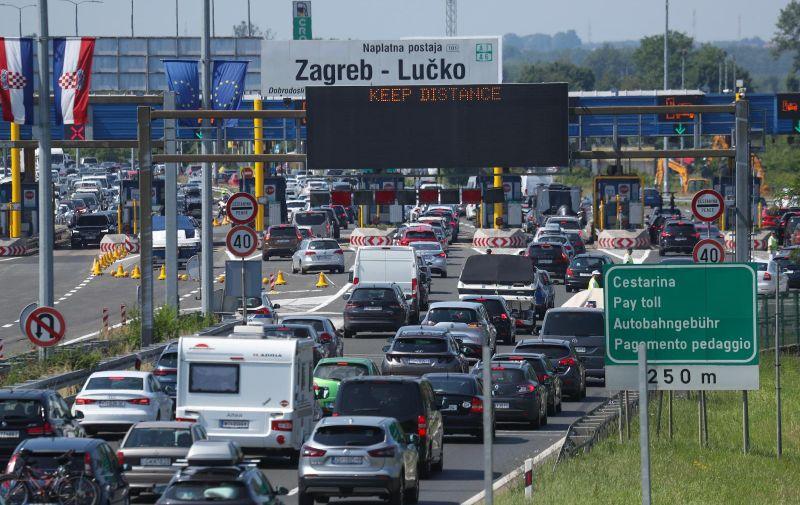 18.06.2021., Zagreb - Guzva na naplatnim kucicam Lucko u smjeru prema moru. Photo: Zeljko Lukunic/PIXSELL