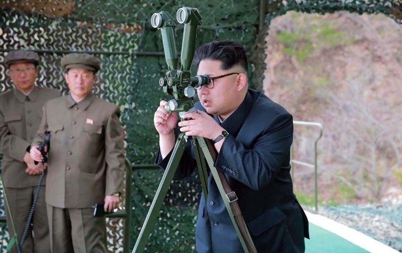 Kim Jong-Un u inspekciji oružja
