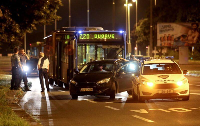 30.07.2019.,Zagreb, Vatikanska ulica, Dugave. U ZETovom autobusu migrant skarama napao skupinu mladica. Photo: Marin Tironi/PIXSELL