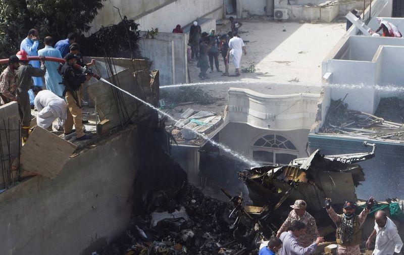 Zrakoplov Pakistan International Airlinesa srušio se danas u pakistanskom gradu  Karachiju.