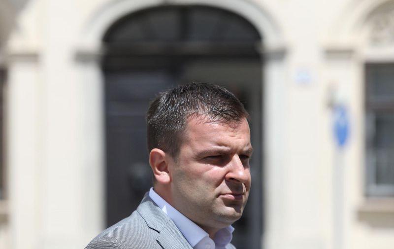 07.07.2020., Zagreb - Dario Hrebak objavio je ispred Banskih dvora da je premijeru Plenkovicu dao potpis za formiranje Vlade. Photo: Patrik Macek/PIXSELL