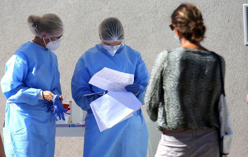 20.08.2020.,Sibenik-Ispred odjela Centra Objedinjenog bolnickog prijema - OHBP u Sibeniku obavlja se testiranje na Covid-19. Photo: Dusko Jaramaz/PIXSELL