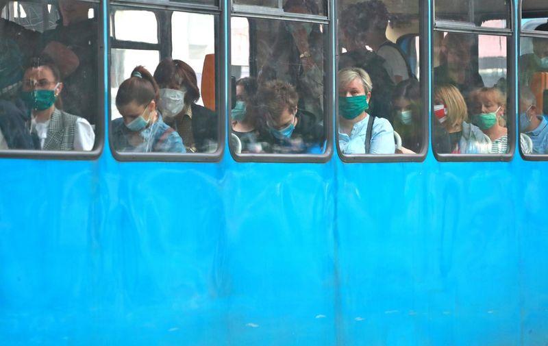 25.06.2020., Zagreb - Okretiste tramvaja Crnomerec. Odluka stozera o izmjeni javnog prometa tijekom trajanja epidemije po kojoj vozaci i zaposlenici te putnici u javnom prometu moraju za vrijeme boravka u prijevoznom sredstvu nositi maske za lice. Takodjer vozac ne smije pokrenuti vozilo ako svi putnici nemaju maske. Photo: Sanjin Strukic/PIXSELL