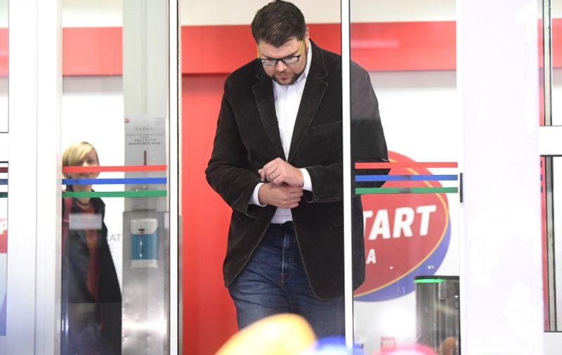 06.10.2020., Zagreb - Izjava predsjednika SDP-a Pedje Grbina nakon sjednice predsjednistva SDP-a.  Photo: Marko Lukunic/PIXSELL