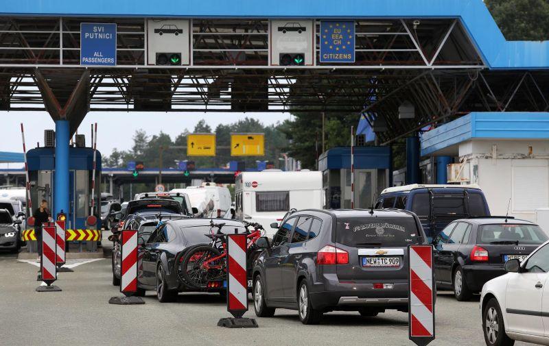 22.08.2020., Rupa - Kolone turista na izlazu iz Hrvatske na granicnom prijelazu Rupa prema Sloveniji.  Photo: Goran Kovacic/PIXSELL